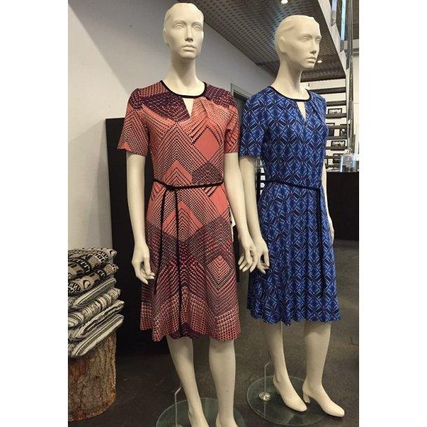 Kjole med rund hals og A-form - MARCO Blå