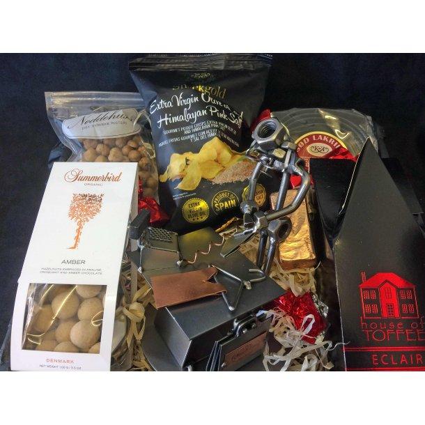 Butiksassistent – Salgsassistent – Mand - Gavepakke med figur og lækkerier